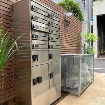 宅配ボックスやゴミステーションも敷地内にあります。
