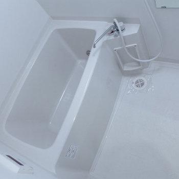 お風呂もピカピカ!清潔感は大事です!(※写真は5階の反転間取り別部屋のものです))