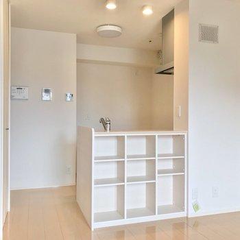 キッチン背面とカウンター、合わせて8口のコンセントがあります♩(※写真は2階の反転間取り別部屋のものです)