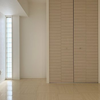 シンプル×木目(※写真は5階の同間取り別部屋のものです)