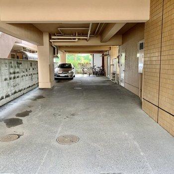 マンション1階奥に駐輪場があります。
