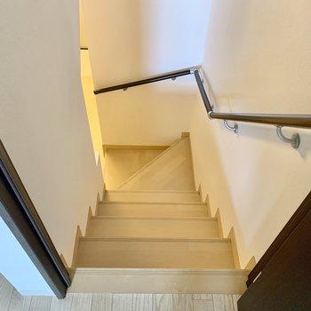 階段を降りてその他水回りと玄関へ。