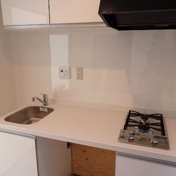 この下に洗濯機が付きます。広い調理スペースが素敵です