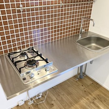 2口ガスコンロで機能性も◎調理スペースもしっかりあります。