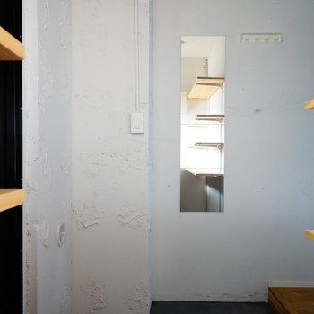 広い土間にはアウトドアグッズを置いても◎※写真は1階反転間取り、別部屋のもの