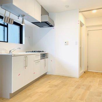 キッチンスペースも広々!※同間取り別部屋の写真になります。
