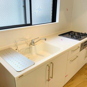 お料理が楽しくなる3口コンロのシステムキッチン!※同間取り別部屋の写真になります。