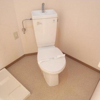 脱衣所としても使えるトイレスペース※写真は3階の同間取り別部屋のものです
