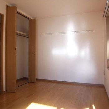 2面採光で風通しもばっちり※写真は3階の同間取り別部屋のものです