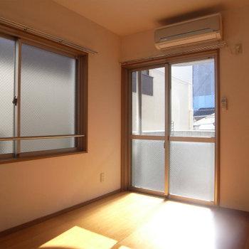 エアコンも完備です※写真は3階の同間取り別部屋のものです