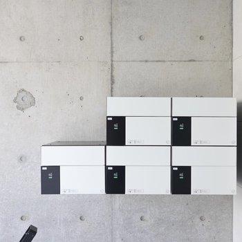 宅配ボックスのデザインもお部屋に負けず劣らず秀逸。