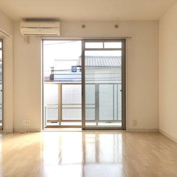 南東向きの窓は毎日カーテンを開けたくなるね。(※写真は2階の同間取り別部屋のものです)