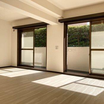 【LDK】大きな窓が並んで開放的◯