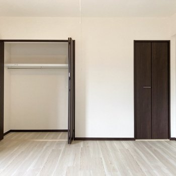 【8帖】収納が2つあるのでスッキリとしたお部屋になりそう。