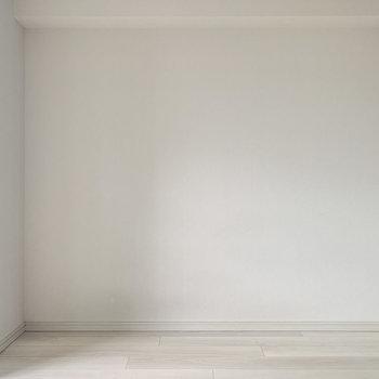 ベッドがすっぽりハマるかな。※写真は8階の反転間取り別部屋のものです