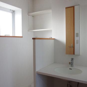 開口部があって明るい洗面台※写真は前回掲載時のものです