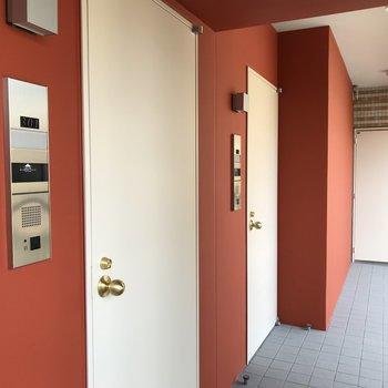 カワイイ扉、つかみはバッチリ(※写真は3階の同間取り別部屋のものです)