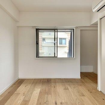 【東側洋室】こちらも同じく7.5帖の広さ。