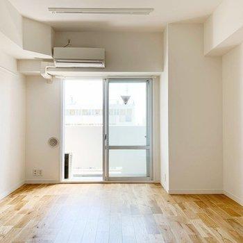 【完成イメージ】2階部分にある7.5帖の洋室。2部屋あるので、寝室と書斎で使い分けを◎