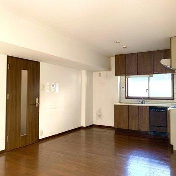 【工事前】リビングのキッチンは少し横幅が広くなります。※L字キッチンではありません