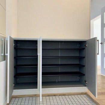 【完成イメージ】シューズボックスも新品に交換!容量もしっかりとありますよ。