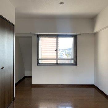 【工事前】上階の洋室部分、やわらかな光が差し込みます。