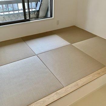 【小上がり畳】珍しい色味の琉球畳。たまにはごろ~んと寝転んでも。。