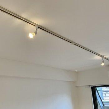 【リビング】照明にはライティングレールを採用。お好きな照明を付け足したり、ドライフラワーを飾ったり、、自由自在!