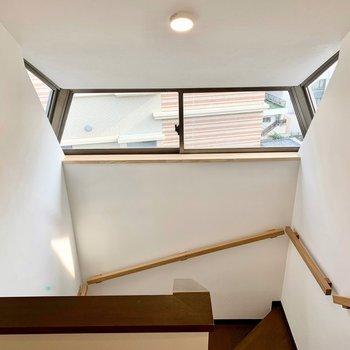 【2階踊り場】この造り好きだな〜。手すりもお部屋のテイストに合わせて新設しました!