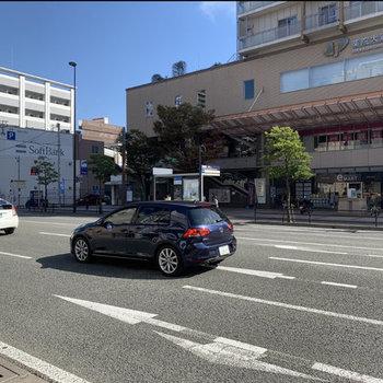 最寄りは薬院大通駅。駅にはスーパーも入っています。