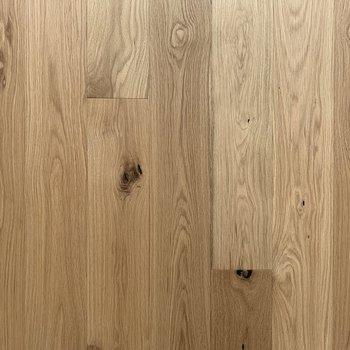 床材には高級感のあるオークを使用。さらさらの質感を楽しんで下さい。