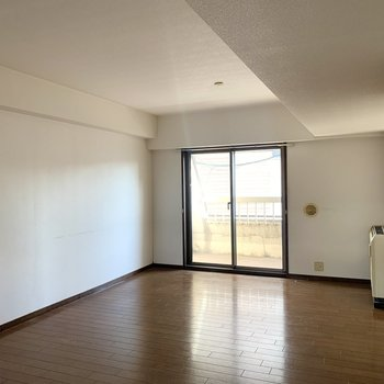 【工事前】縦長のリビング、家具でゾーニングが良さそう◎ここからどう変化していくのか、とっても楽しみになりませんか・・?