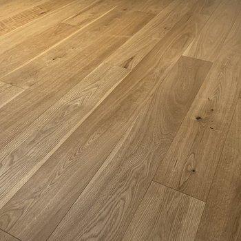【完成イメージ】床材には高級感のあるオークを使用。さらさらの質感を楽しんで下さい。