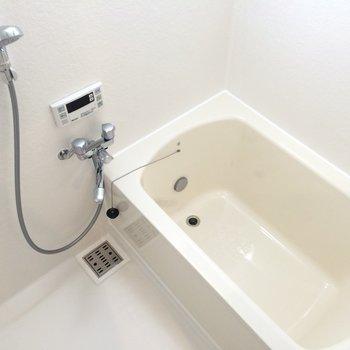 浴室乾燥機能と追焚機能付きです※写真は3階の同間取り別部屋のものです