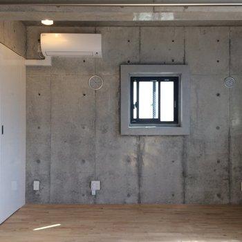 小窓も入れたら2面採光です※写真は3階の同間取り別部屋のものです