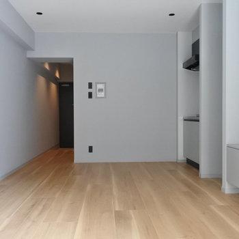 天井高がかなりあるので開放的な雰囲気ですね(※写真は1階の同間取り別部屋のものです)