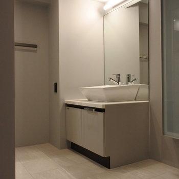 洗面だってとっってもスタイリッシュなんだから。(※写真は1階の同間取り別部屋のものです)