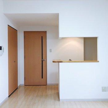 【LD】キッチンは対面式。照明の照らし方もおしゃれ!