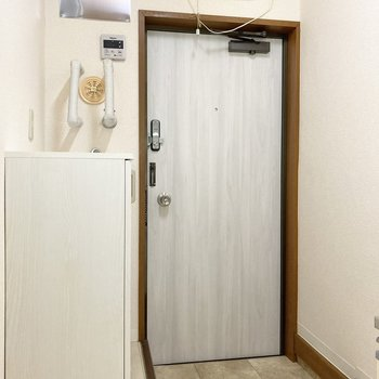 玄関にはシューズボックスがあります。