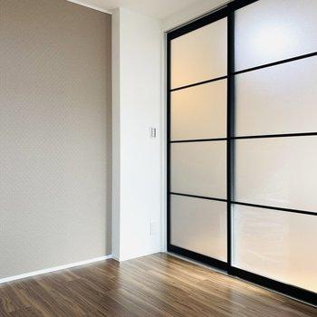 アイアンの扉がお部屋のアクセントになりそう。