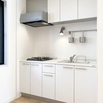 【LDK】奥にあるキッチンを見て行きます。