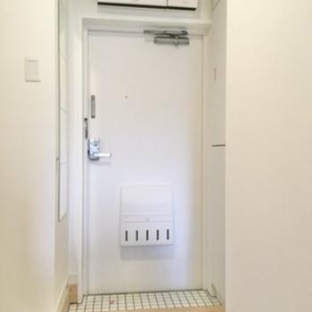玄関は白タイルが特徴的。(※写真はイメージです)