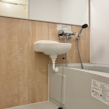 まずバスルームから。2点ユニットですがゆったりしているので使いやすそうです。
