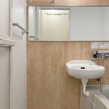 上部の棚は入浴の際のタオル置き場としても使えそうですね。