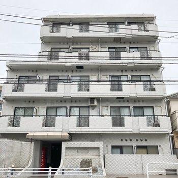 5階建てのマンション。