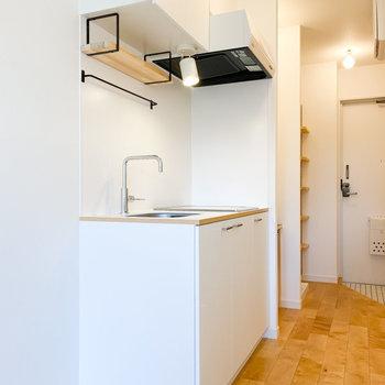 お部屋に馴染む白いキッチン