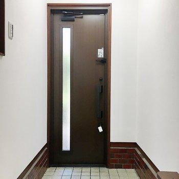 玄関は上がり框(かまち)になっています。