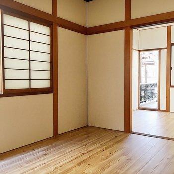 【2階洋室6帖②】和と洋の雰囲気が混ざり合っていますね。