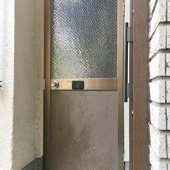 玄関横の扉が!開けてみると・・
