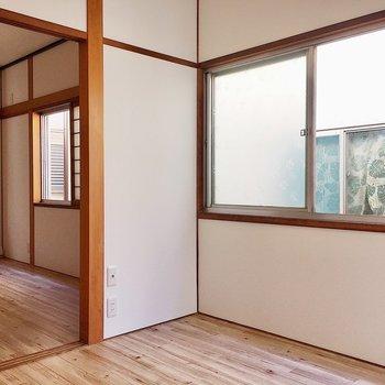 【2階洋室4帖】ここにも窓がありますね。